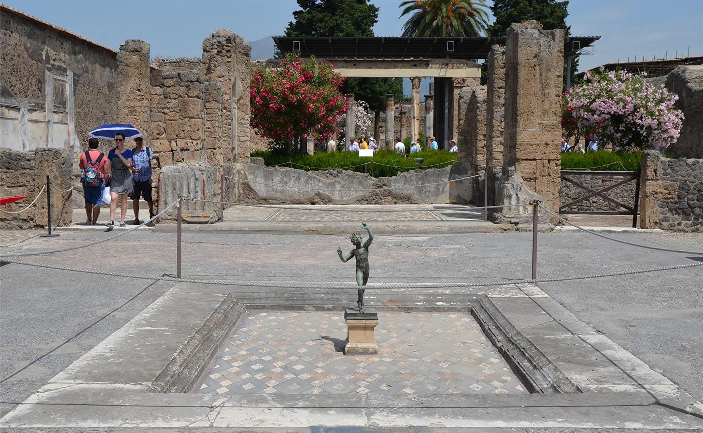 Pompeii Tour 02-min