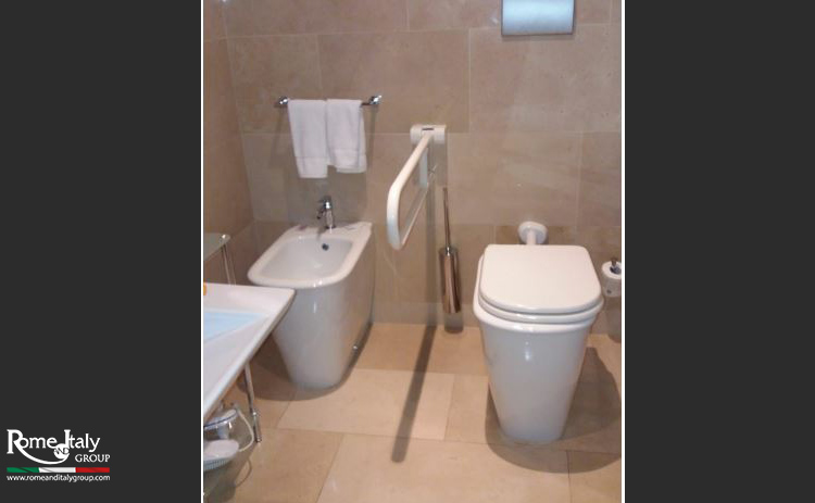 5-star-bari-wheelchair-accessible-hotel-5-01-accessible-toilet