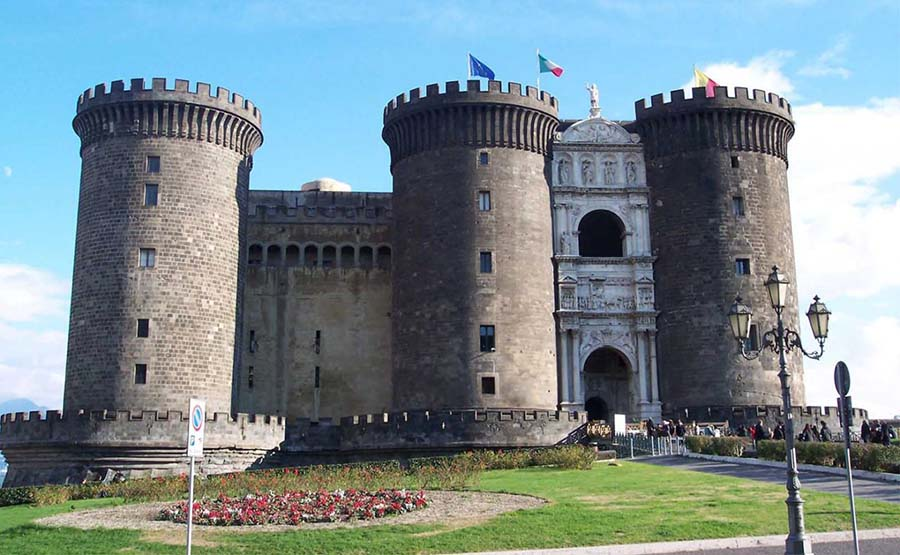 CASTEL NUOVO ACCESSIBLE TOUR - NAPLES