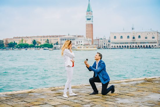 PROPOSAL IN ITALY VENICE