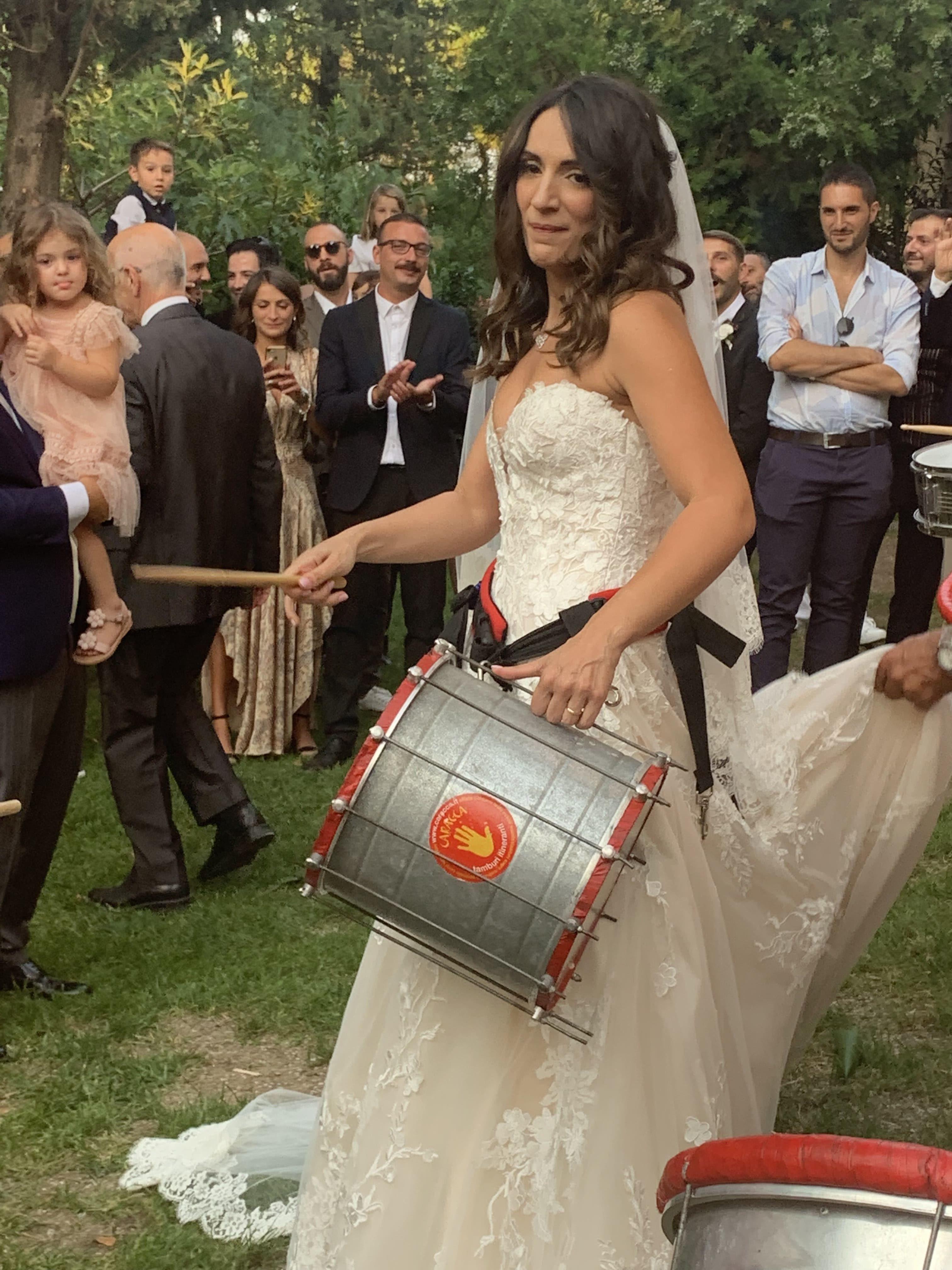 Cleo & Valerio bride whit drum