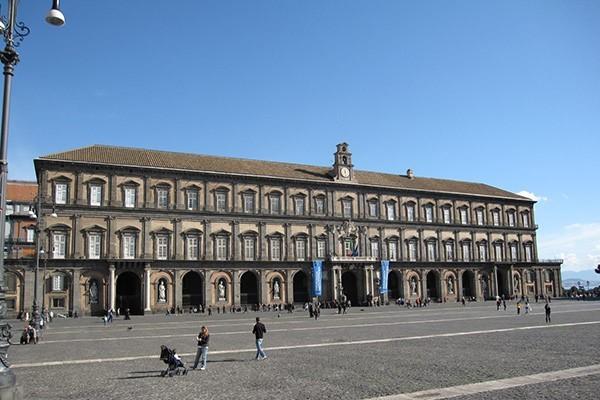 Royal Palace Tour – Naples