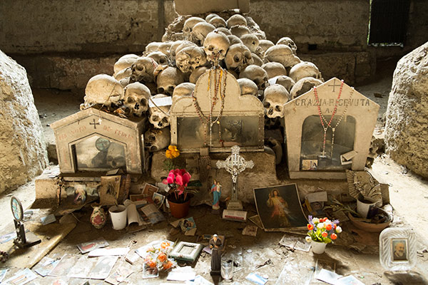 The Sanità discrict and its Fontanelle Cemetery Tour – Naples