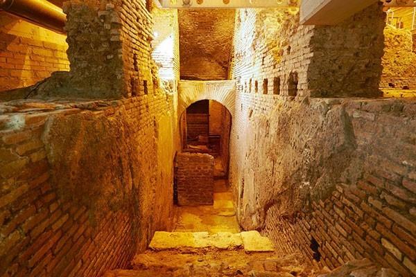 Insula of Vicus Caprarius Tour – Underground Rome
