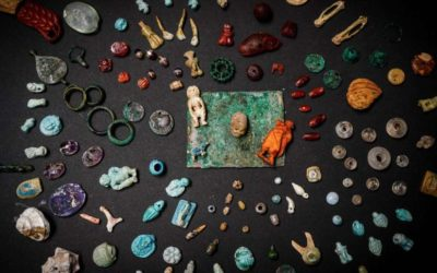 Amazing discovery in Pompeii: gems and amulets found in a chest
