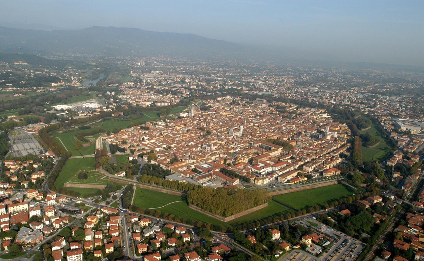 Walking Tour Lucca 01-min