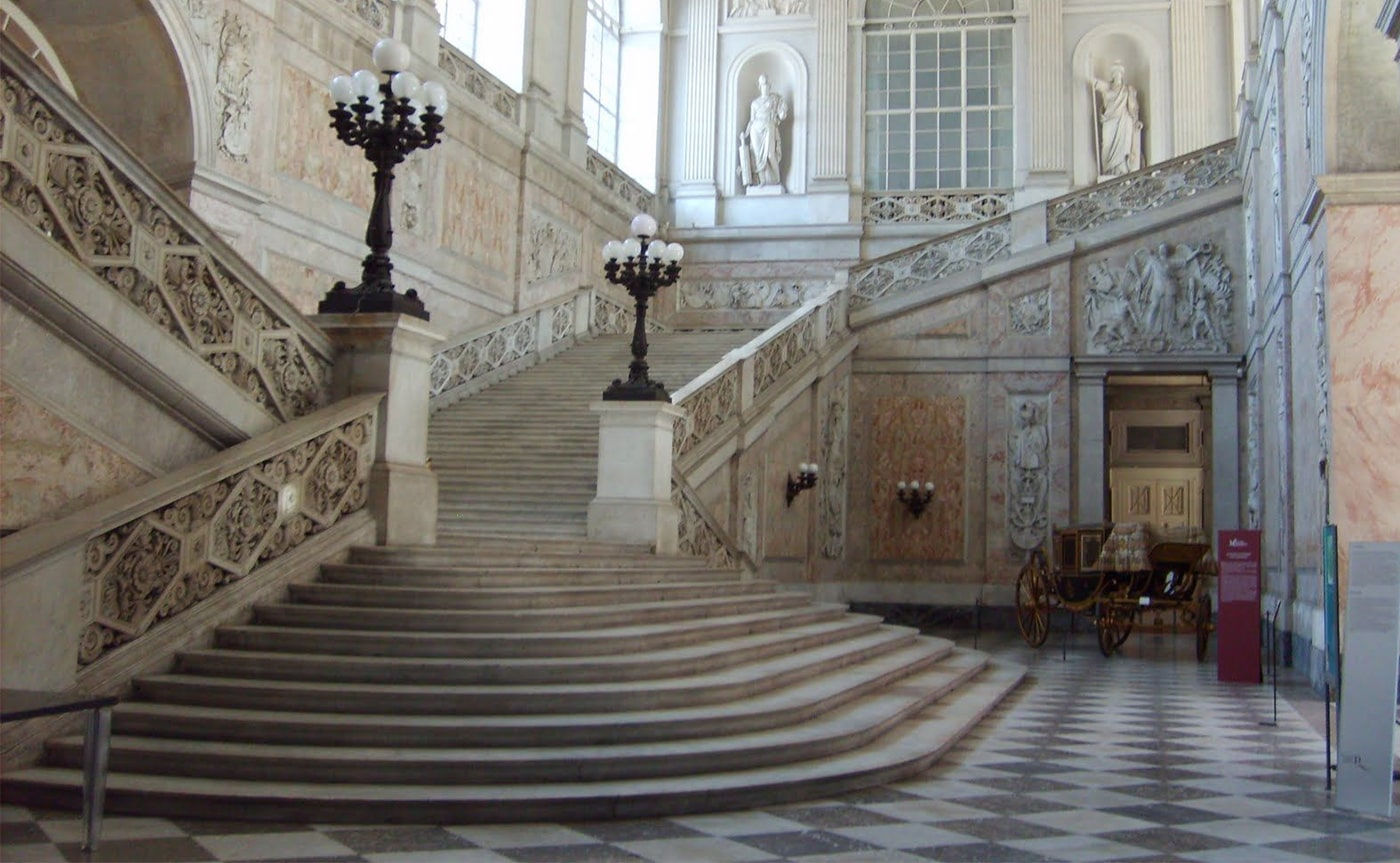 Royal Palace Tour – Naples 01-min