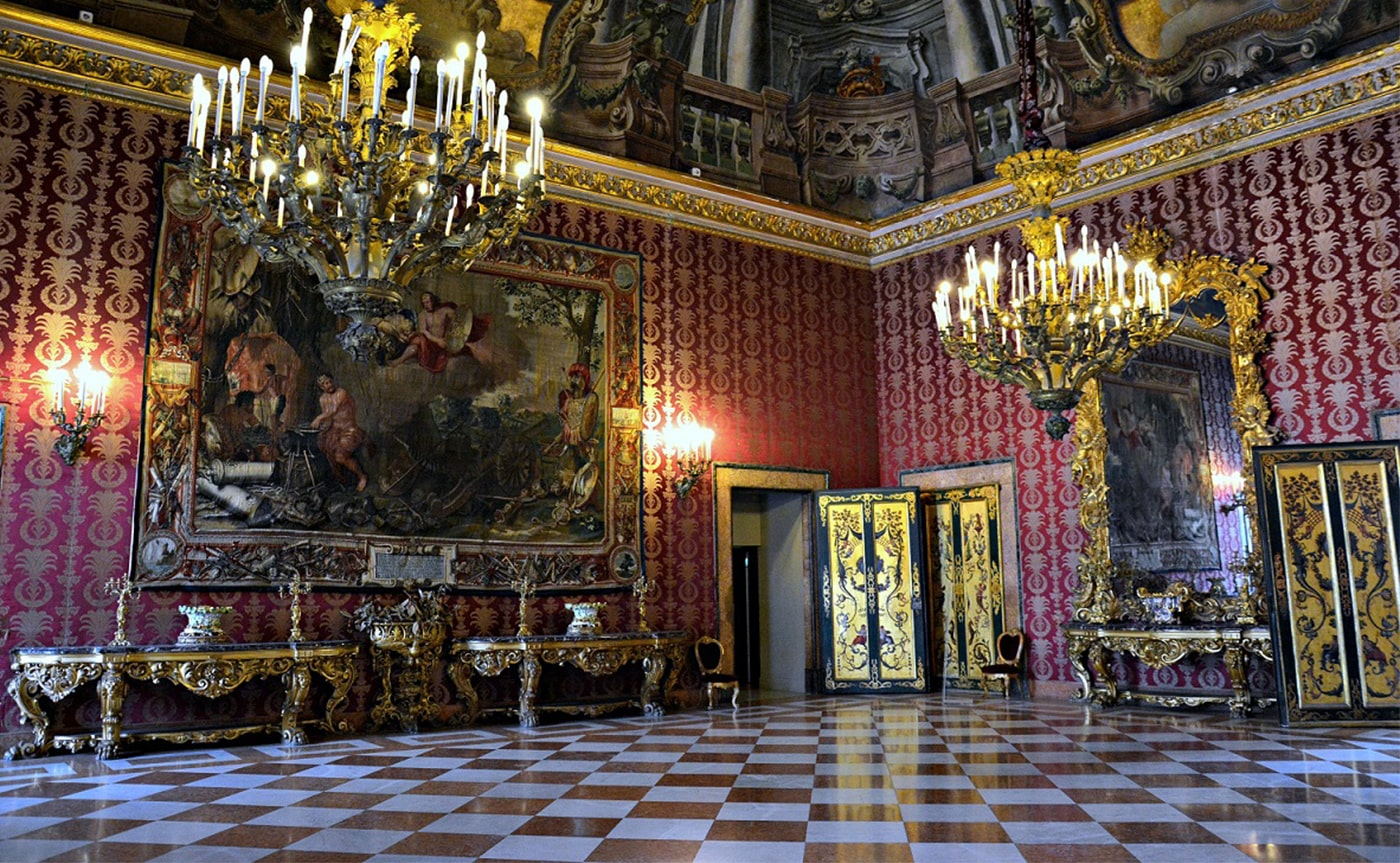 Royal Palace Tour – Naples 04-min