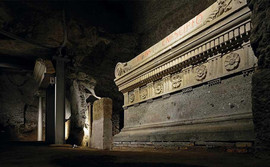 Tomb of The Scipio Family – Underground Rome Tour_Tomb inside