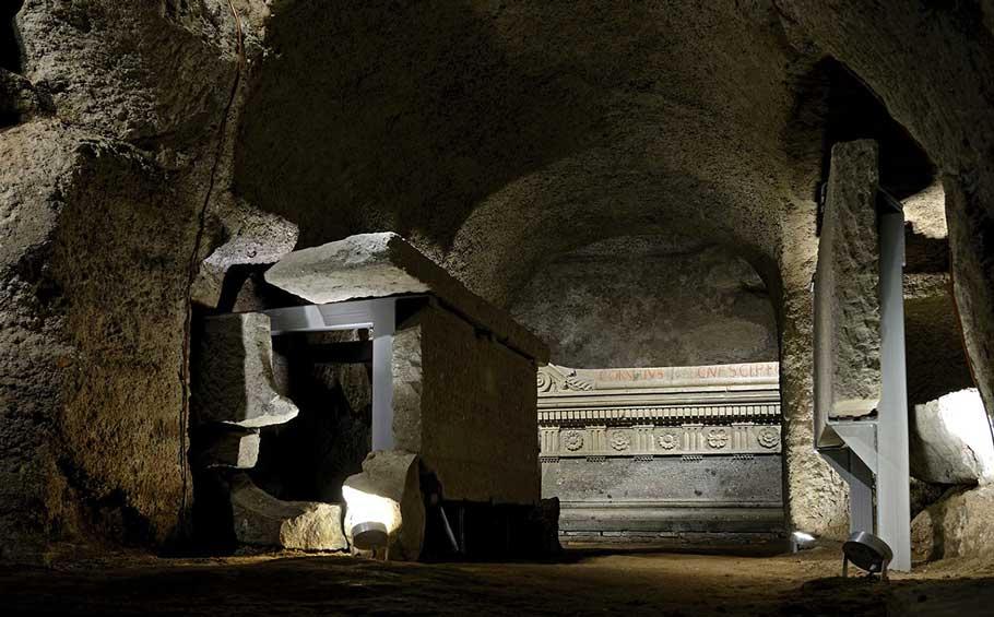 Tomb of The Scipio Family – Underground Rome Tour_inside