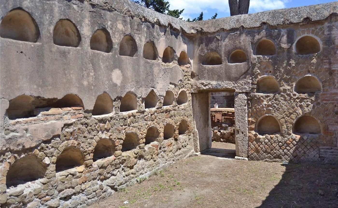The Necropolis of Portus in the Isola Sacra_01