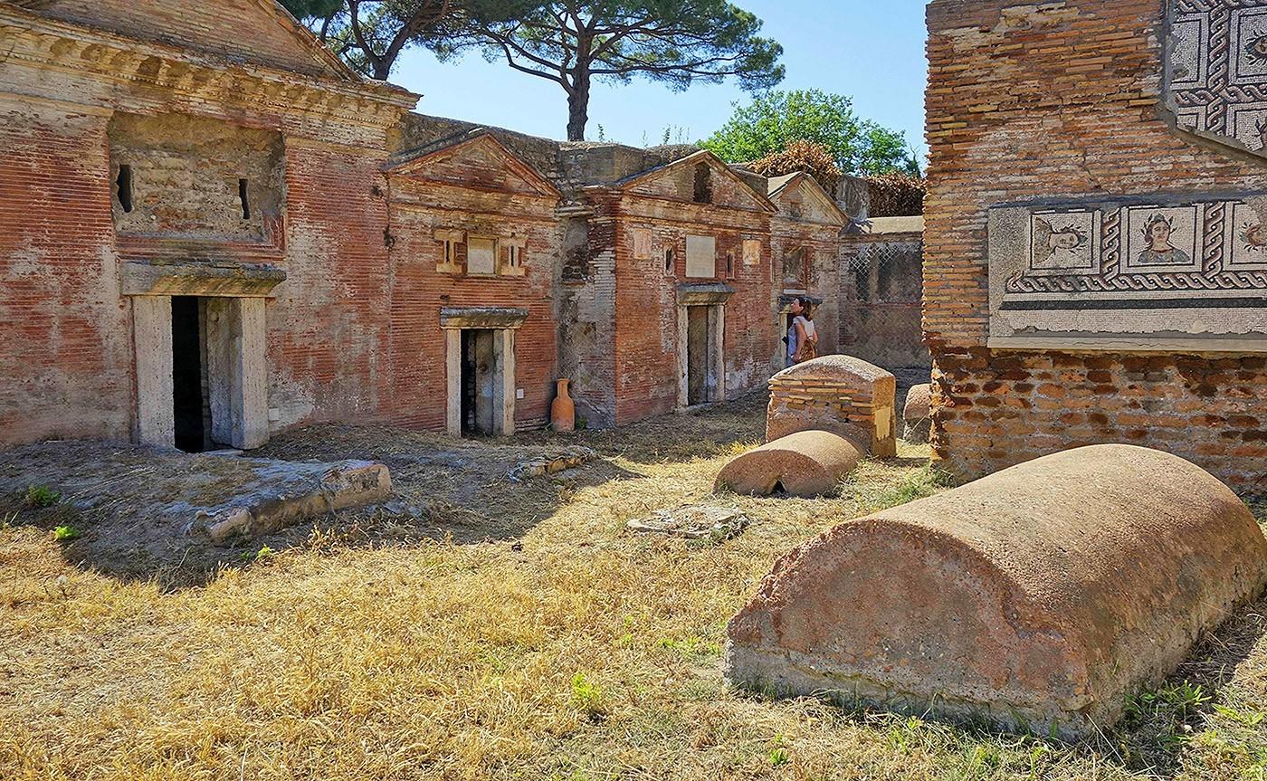 The-Necropolis-of-Portus-in-the-Isola-Sacra_03