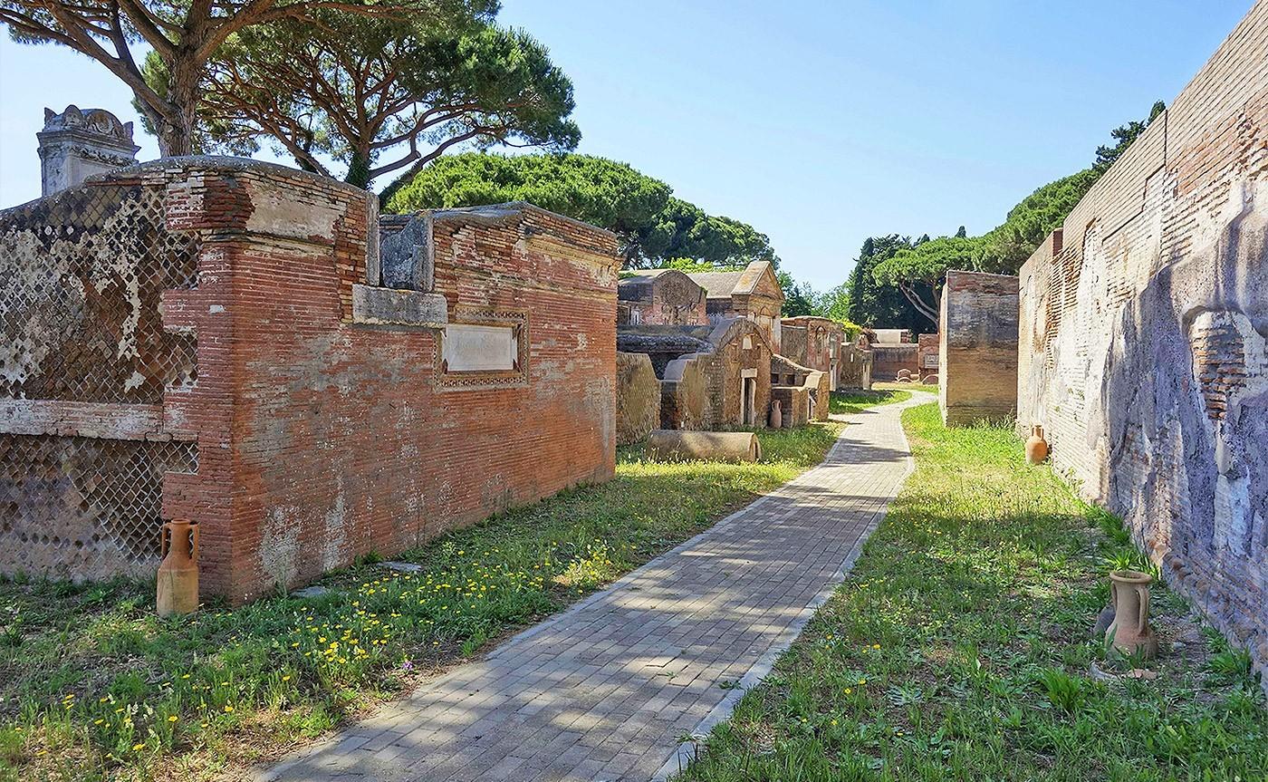 The-Necropolis-of-Portus-in-the-Isola-Sacra_04