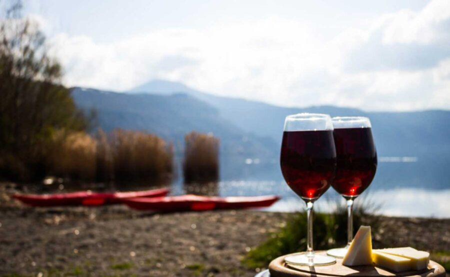 kayak tour with food and wine tasting - albano lake near rome