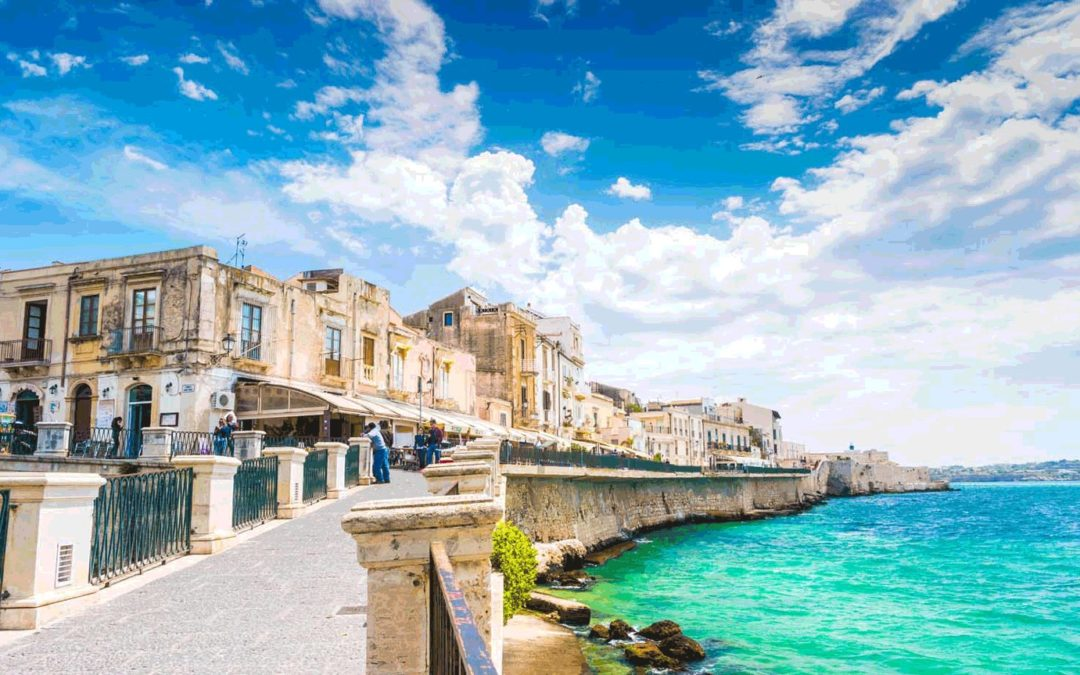 Discover Sicily with us and one of its most fascinating cities: Syracuse